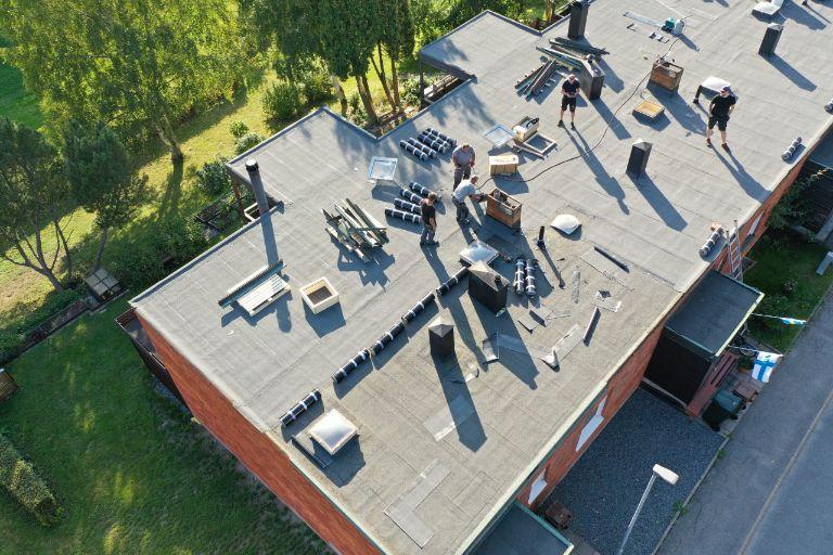 Radhuslänga, ny papp och tak - 1785 m2 - Bro